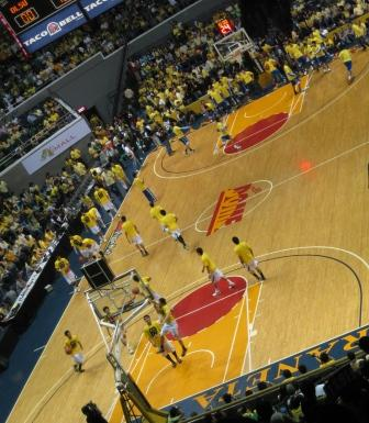 The players wore yellow shirts over their unis during warm ups. (This shot courtesy of Dats Entertainment fan Reggie N))